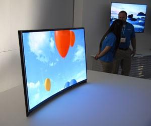 CES 13 > Samsung Oled courbe : aussi chez les Bleus!