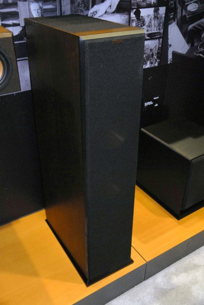 ces 15 enceintes klipsch dolby atmos une frontale et une surround. Black Bedroom Furniture Sets. Home Design Ideas