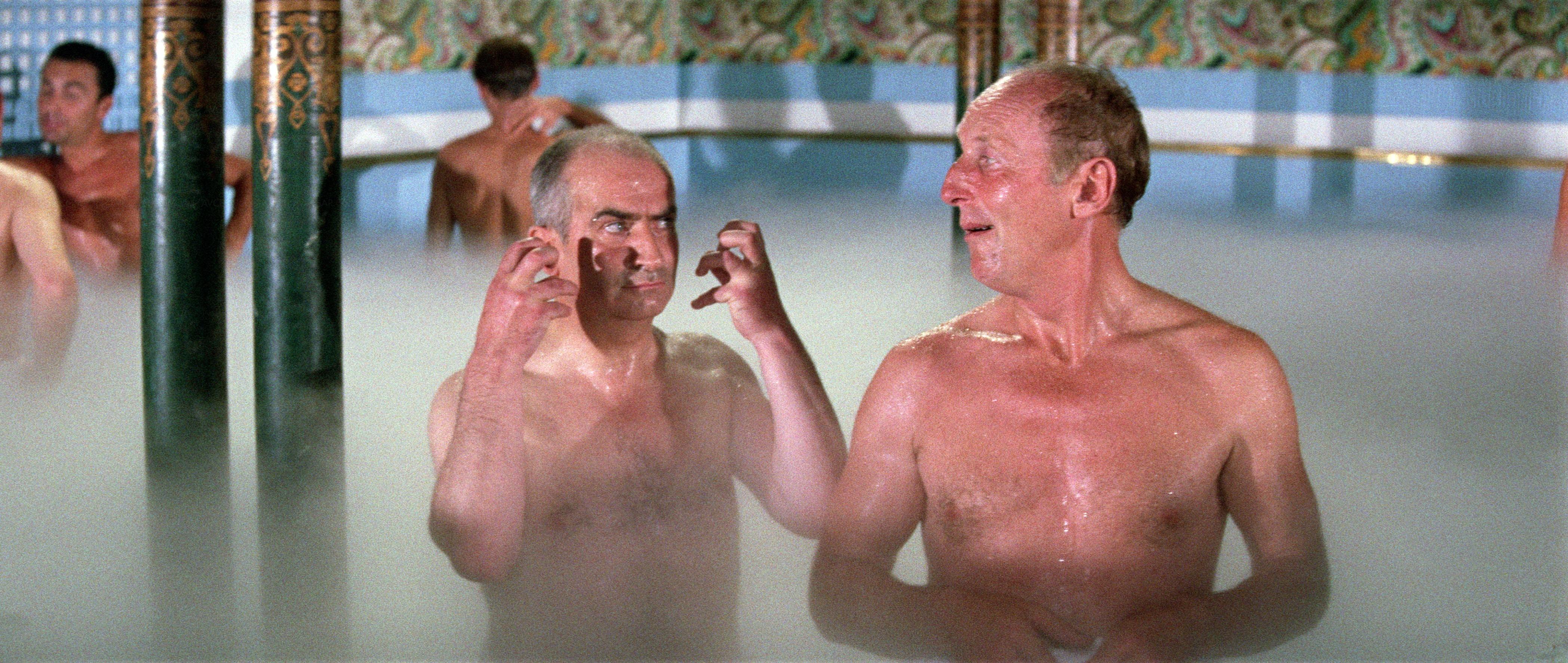 Un bain bien chaud dans le plus simple appareil nue - 3 3