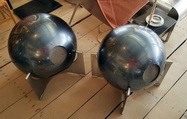 Enceintes boule vintage Hélium, une des 25paires dans le monde en vente aux Quinconces àBordeaux