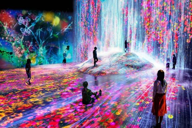 Premier musée numérique au Japon, 470 projecteurs Epson et plus de 500 ordinateurs