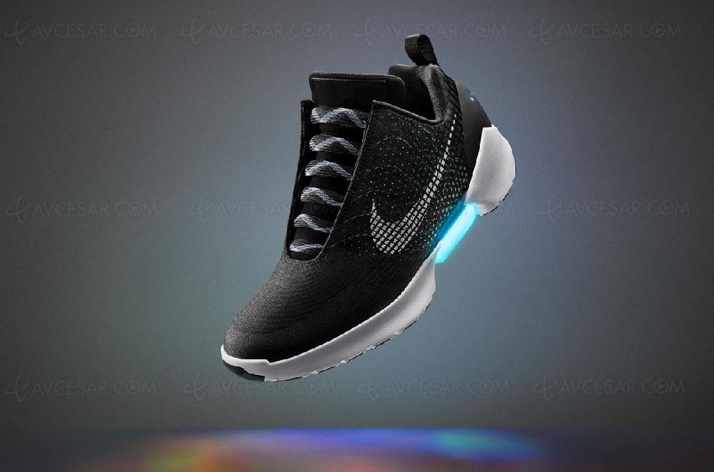 Les chaussures inspirées du film Retour vers le futur 2 pourraient  ressortir dans une version plus abordable que la première édition proposée  en 2016. cc67215cd5db