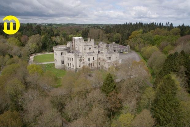 Gosford Castle à vendre en Irlande du Nord, un château vu dans Game of Thrones