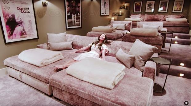 Nicole Scherzinger (The Pussycat Dolls), son Home Cinéma comme un gros câlin