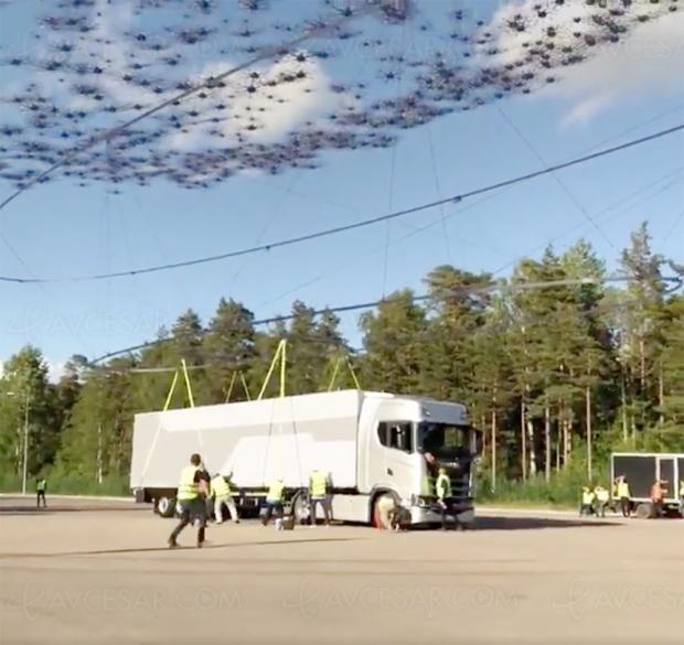 2 000 drones soulèvent un camion de 40 tonnes (vidéo)