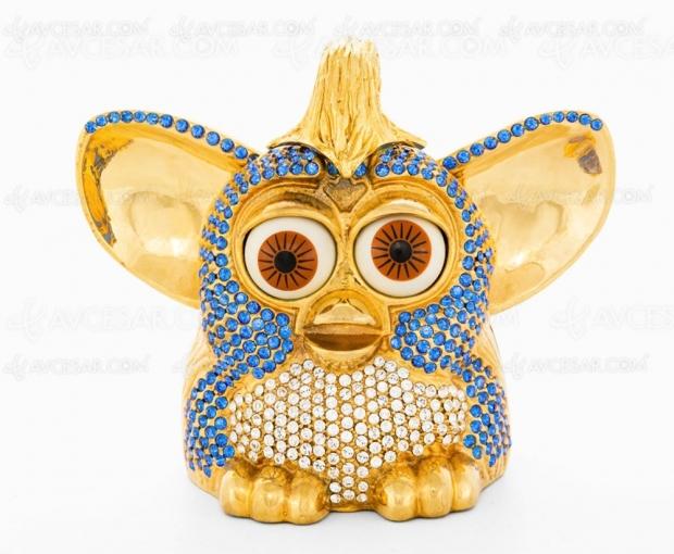 Le Furby bling-bling d'Uncut Gems à vendre pour la bonne cause