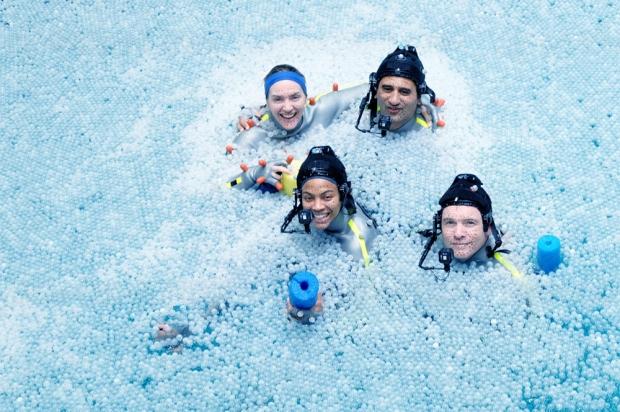 Sam Worthington, Zoe Saldana et Kate Winslet flottent dans un océan de bulles (photos Avatar la suite)