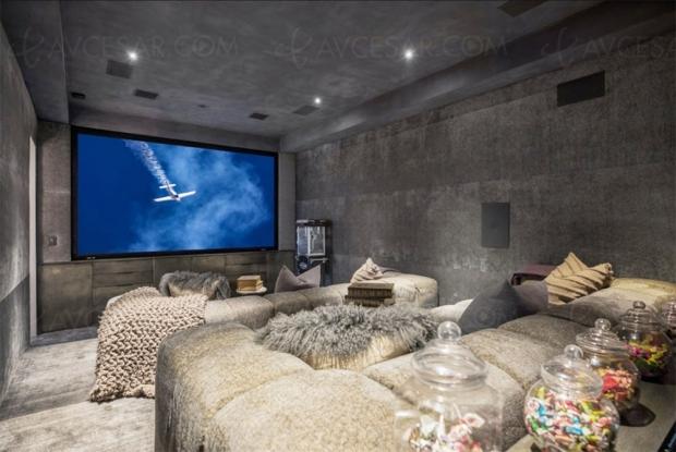 Home Cinéma douillet pour le chanteur John Legend et sa femme Chrissy Teigen
