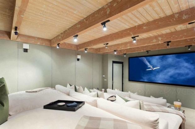 Le « petit » Home Cinéma estival de Matthew Perry (Friends) est à vendre
