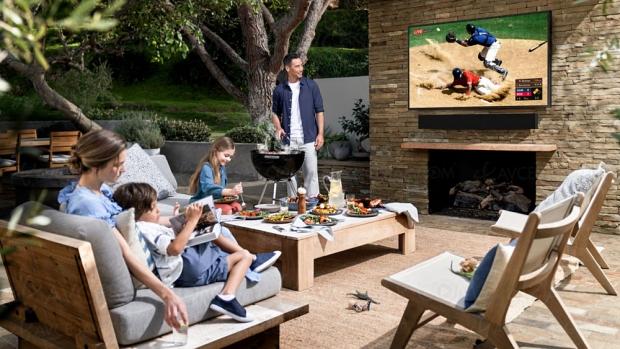 IFA 20 > TV QLED Ultra HD 4K Samsung The Terrace, téléviseurs d'extérieur