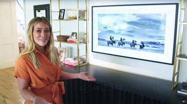 Hilary Duff présente son intérieur et son Samsung The Frame