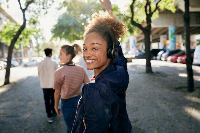 CES 21 > JBL Live 460NC, casque Bluetooth avec réducteur de bruit adaptatif