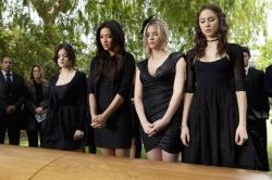 Pretty Little Liars saison 2 (2011)